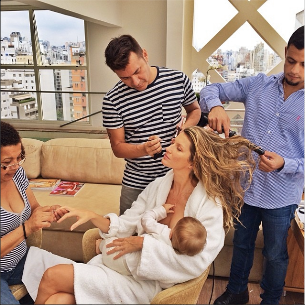 Gisele breastfeeding with beauty squad