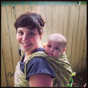 Baby hobbit in a double hammock carry using the Fletching Wagtail.